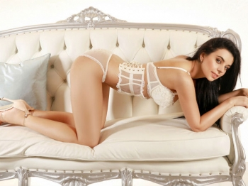 Paula is posing for Movida Escorts in a expensive lingerie.