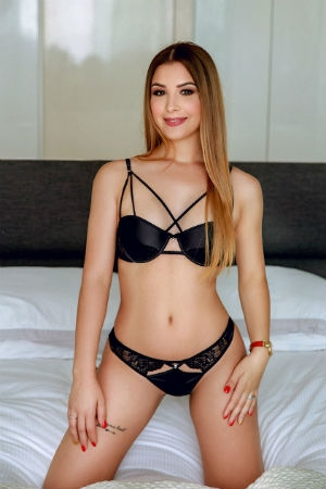 Young blonde available in Bayswater