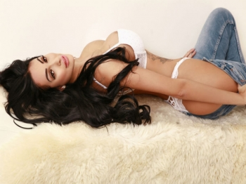 Hot escort available in Oxford Circus