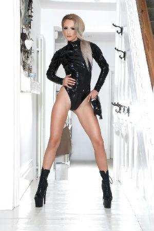 Kinky lady wearing body latex
