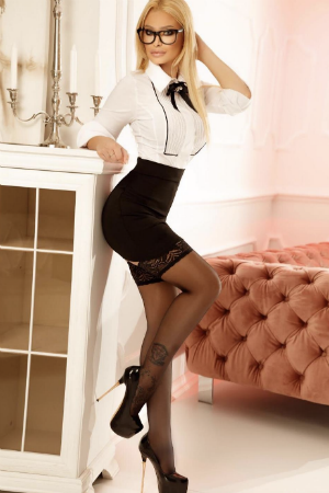 Naughty secretary available in South Kensington for escorting services