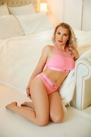 Mature escort dressed in a pink outfit
