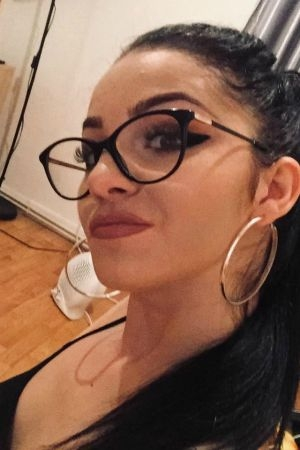Sexy selfie of London escort Dilara in glasses